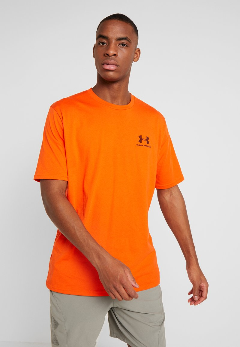 Under Armour - SPORTSTYLE LEFT CHEST - T-shirts - ultra orange/black