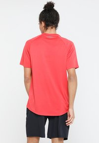 Under Armour - TECH TEE - Funkční triko - barn/black - 2