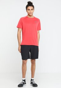 Under Armour - TECH TEE - Funkční triko - barn/black - 1