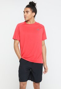 Under Armour - TECH TEE - Funkční triko - barn/black - 0