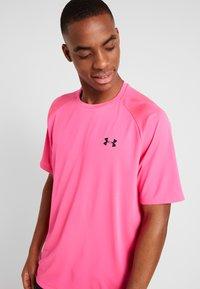 Under Armour - TECH TEE - Print T-shirt - pink surge/black - 3