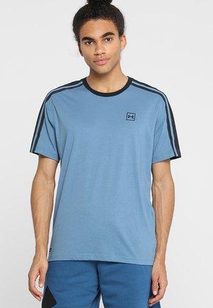 UNSTOPPABLE STRIPED - T-shirt imprimé - thunder/black