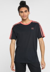 Under Armour - UNSTOPPABLE STRIPED - Print T-shirt - black/coho - 0