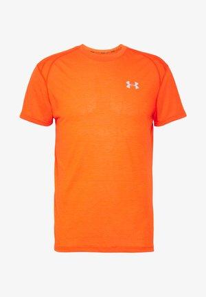 UA STREAKER 2.0 SHORTSLEEVE - Print T-shirt - ultra orange/reflective