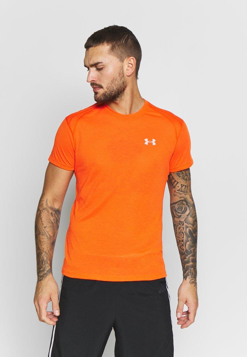 Under Armour - STREAKER SHORTSLEEVE - T-shirt imprimé - ultra orange/reflective