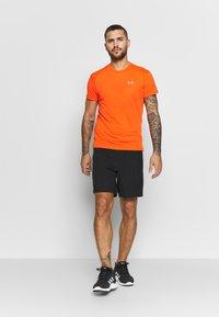 Under Armour - STREAKER SHORTSLEEVE - T-shirt imprimé - ultra orange/reflective - 1