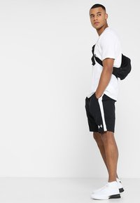 Under Armour - SPORTSTYLE LOGO - T-shirts med print - white/black - 1