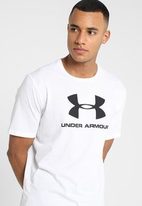 Under Armour - SPORTSTYLE LOGO - T-shirts med print - white/black - 3