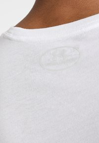 Under Armour - SPORTSTYLE LOGO - T-shirts med print - white/black - 5