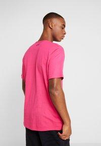 Under Armour - SPORTSTYLE LOGO - T-shirt print - exuberant pink/black - 2