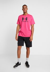 Under Armour - SPORTSTYLE LOGO - T-shirt print - exuberant pink/black - 1
