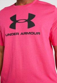 Under Armour - SPORTSTYLE LOGO - T-shirt print - exuberant pink/black - 5
