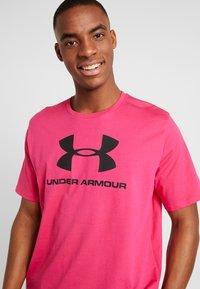 Under Armour - SPORTSTYLE LOGO - T-shirt print - exuberant pink/black - 3