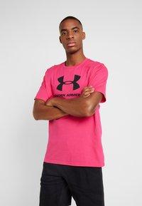 Under Armour - SPORTSTYLE LOGO - T-shirt print - exuberant pink/black - 0
