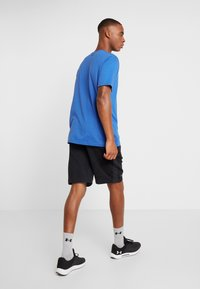 Under Armour - SPORTSTYLE LOGO - T-shirts med print - versa blue/black - 2