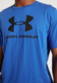 Under Armour - SPORTSTYLE LOGO - T-shirts med print - versa blue/black - 3