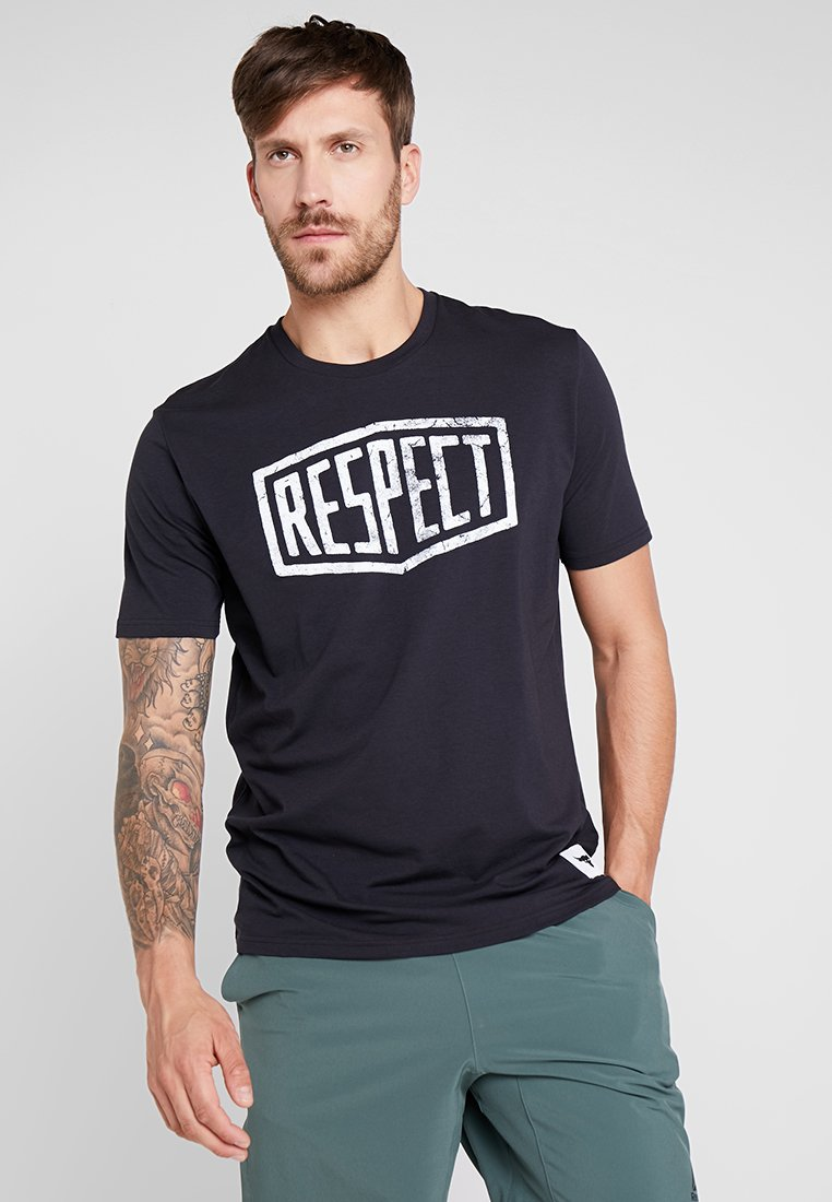 Under Armour - PROJECT ROCK GRAPHIC RESPECT - T-Shirt print - black/white