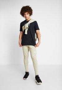 Under Armour - SC30 OVERLAY SS TEE - T-shirt print - black/white - 1