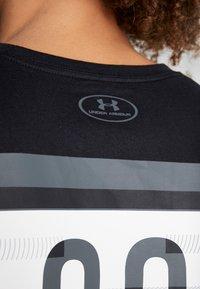Under Armour - SC30 OVERLAY SS TEE - T-shirt print - black/white - 6