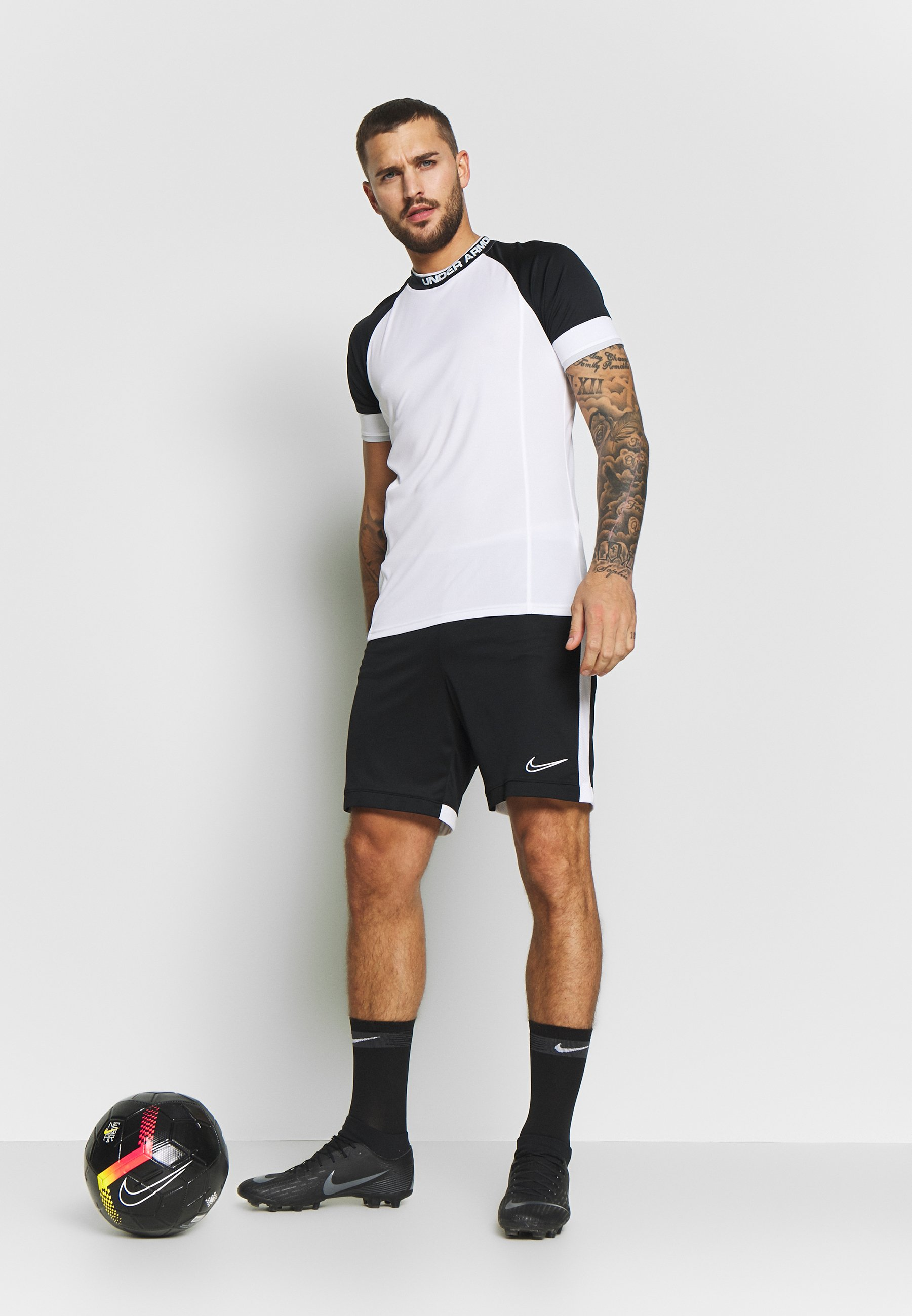 Under Armour CHALLENGER TRAINING - T-shirt z nadrukiem - white/halo gray
