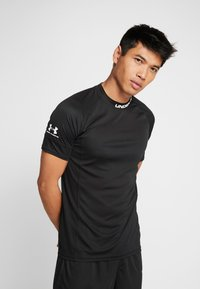 Under Armour - CHALLENGER TRAINING  - T-shirt con stampa - black/white - 0