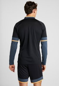Under Armour - CHALLENGER MIDLAYER - Long sleeved top - black/wire/halo gray - 2