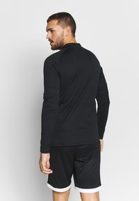 Under Armour - CHALLENGER MIDLAYER - Long sleeved top - black/white - 2