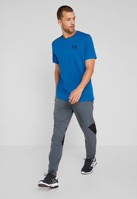 Under Armour - SPORTSTYLE BACK TEE - Print T-shirt - teal vibe/black - 1