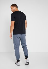 Under Armour - INVERSE BOX LOGO - T-shirt med print - black - 2