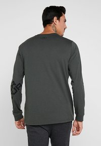 Under Armour - WORDMARK SLEEVE - T-shirt sportiva - baroque green - 2