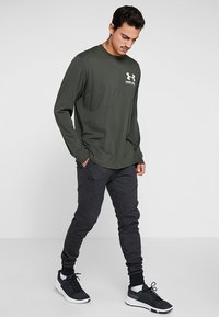 Under Armour - PERFORMANCE ORIGINATORS TEE - Long sleeved top - baroque green - 1