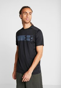 Under Armour - RAID GRAPHIC - Print T-shirt - black - 0