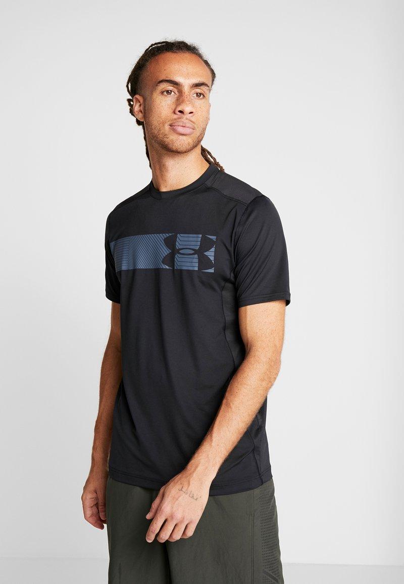 Under Armour - RAID GRAPHIC - T-shirt med print - black