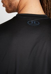 Under Armour - RAID GRAPHIC - Print T-shirt - black - 4