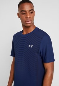 Under Armour - SEAMLESS WAVE - T-shirt med print - american blue/mod gray - 3