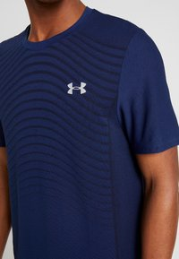 Under Armour - SEAMLESS WAVE - T-shirt med print - american blue/mod gray - 5