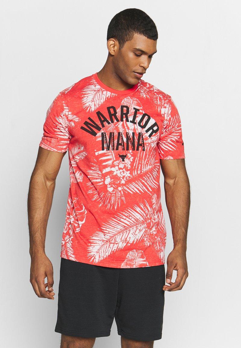 Under Armour - PROJECT ROCK ALOHA CAMO - T-shirt imprimé - versa red/summit white