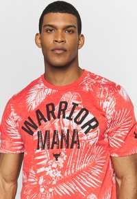 Under Armour - PROJECT ROCK ALOHA CAMO - T-shirt imprimé - versa red/summit white - 5