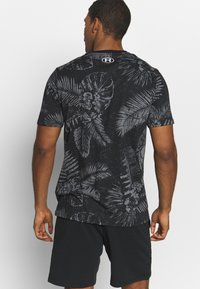 Under Armour - PROJECT ROCK ALOHA CAMO - T-shirts med print - black/summit white - 2