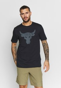 Under Armour - PROJECT ROCK BRAHMA BULL  - T-shirts med print - black/pitch gray - 0