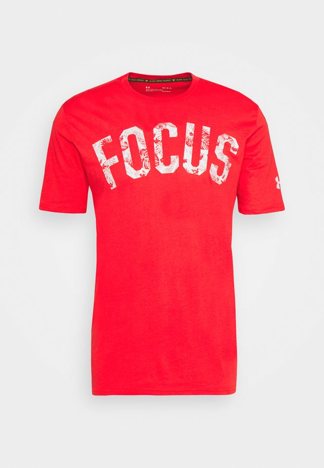 PROJECT ROCK MAHALO - T-shirt imprimé - versa red/summit white