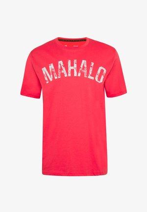 PROJECT ROCK MAHALO - T-shirt z nadrukiem - versa red/summit white