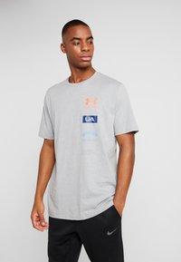 Under Armour - ORIGINATORS BACK - T-shirt con stampa - steel light heather/beta - 0