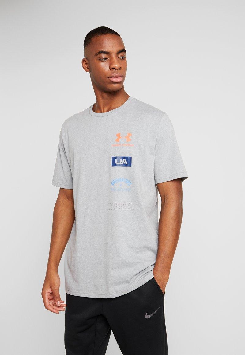 Under Armour - ORIGINATORS BACK - T-shirt con stampa - steel light heather/beta