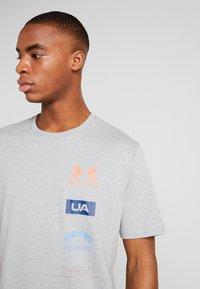 Under Armour - ORIGINATORS BACK - T-shirt con stampa - steel light heather/beta - 3