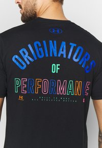 Under Armour - ORIGINATORS BACK - T-shirts med print - black/orange spark - 5