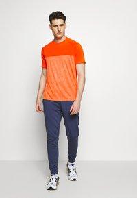 Under Armour - Print T-shirt - ultra orange/orange spark - 1