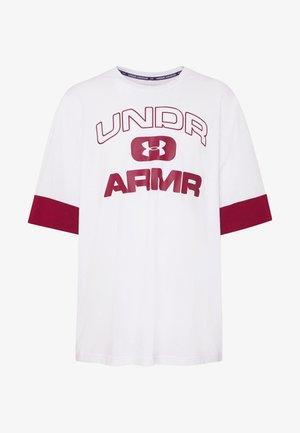UA MOMENTS TEE-2 - Print T-shirt - white/cordova