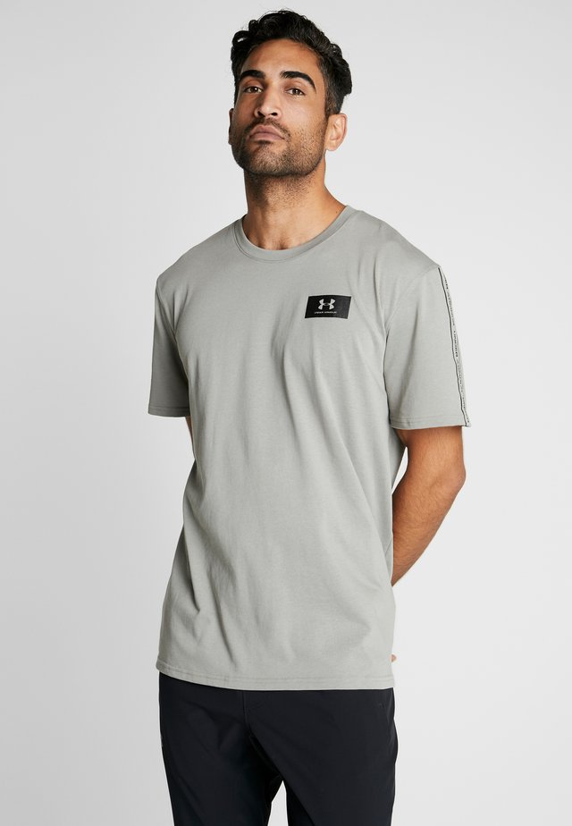 ORIGINATORS SHOULDER - T-shirt imprimé - gravity green/black