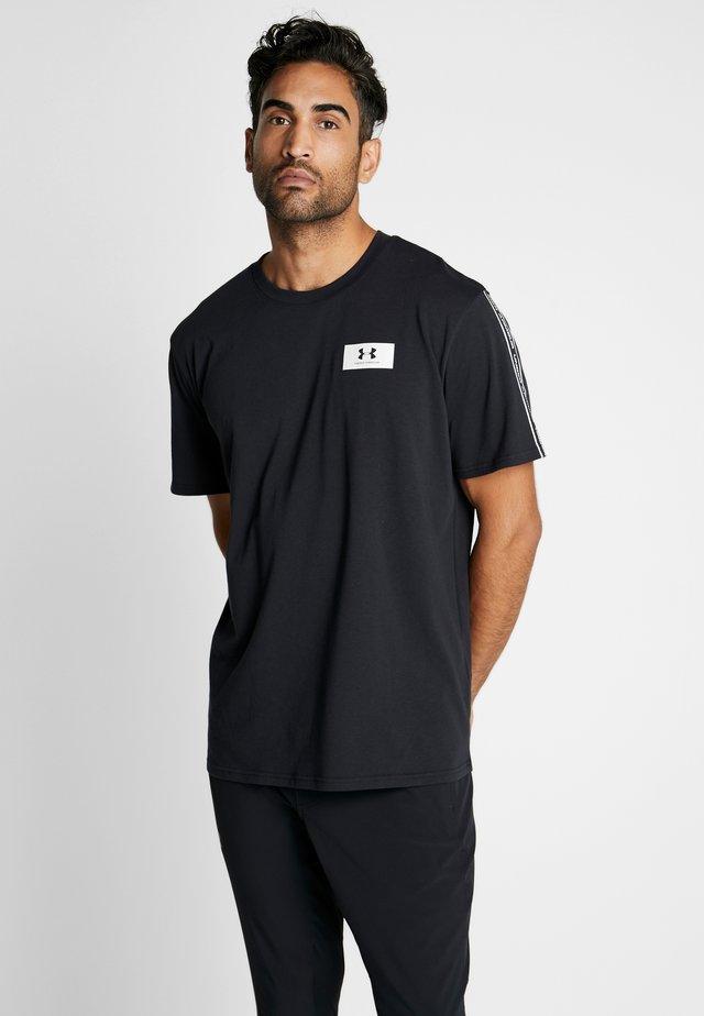 ORIGINATORS SHOULDER - T-shirt imprimé - black/onyx white